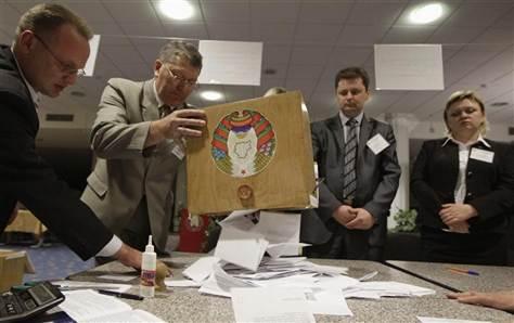 2012-09-24t125424z_2_cbre88n0v3j00_rtroptp_3_belarus-election_grid-6x2.jpg