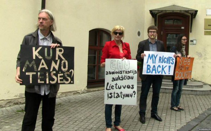 protesting_ehu_lecturers.jpg