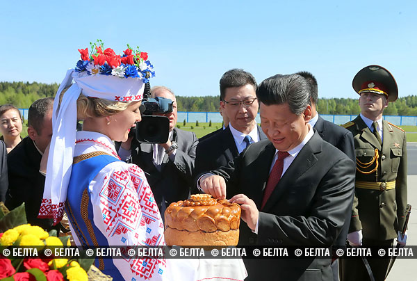 xi_eating_bread.jpg